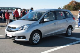 Honda-Mobilio-front-three-quarters1